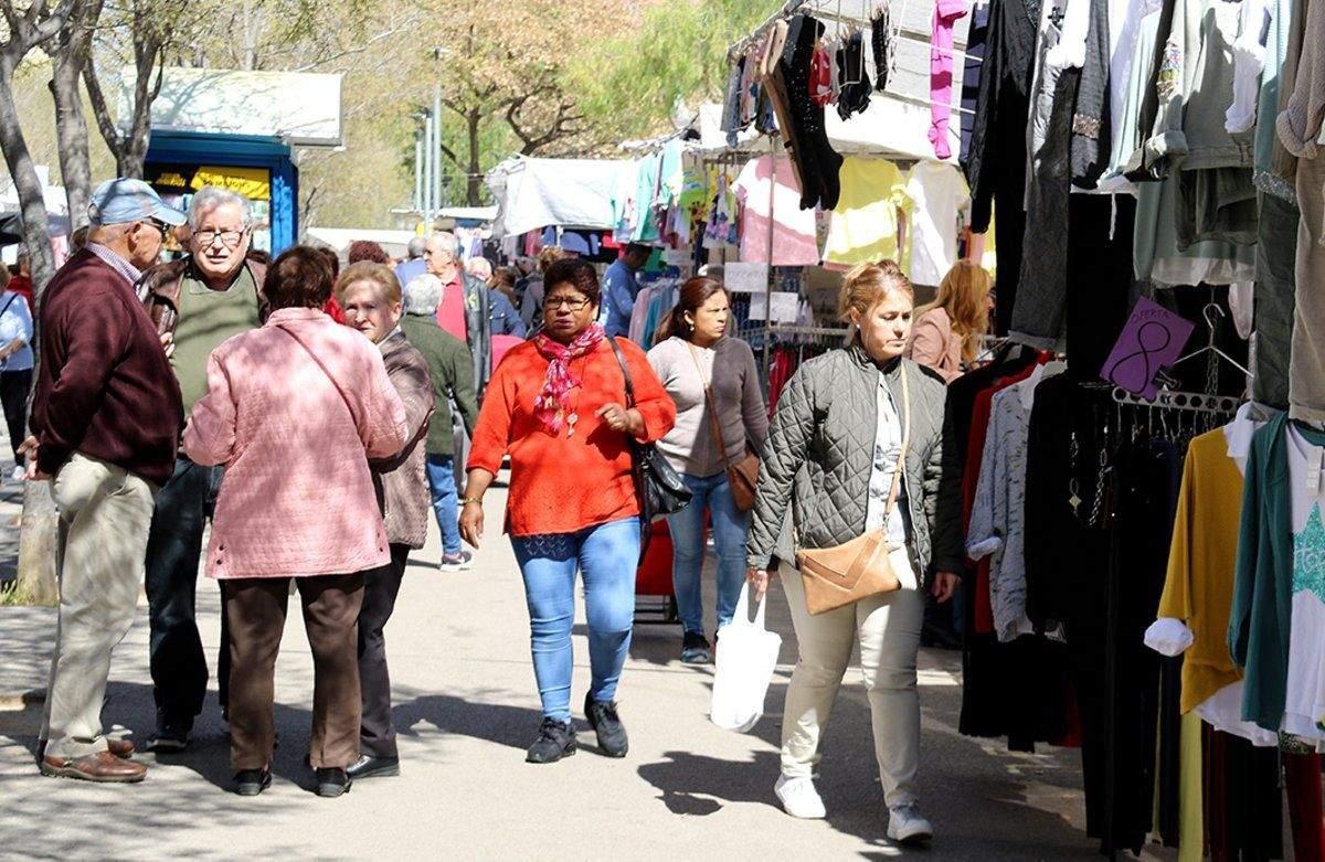 Mercado ambulante de la Ciutat Cooperativa de Sant Boi